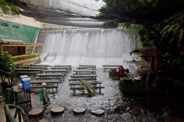 Waterfalls Restaurant Villa Escudero San Pablo City 3