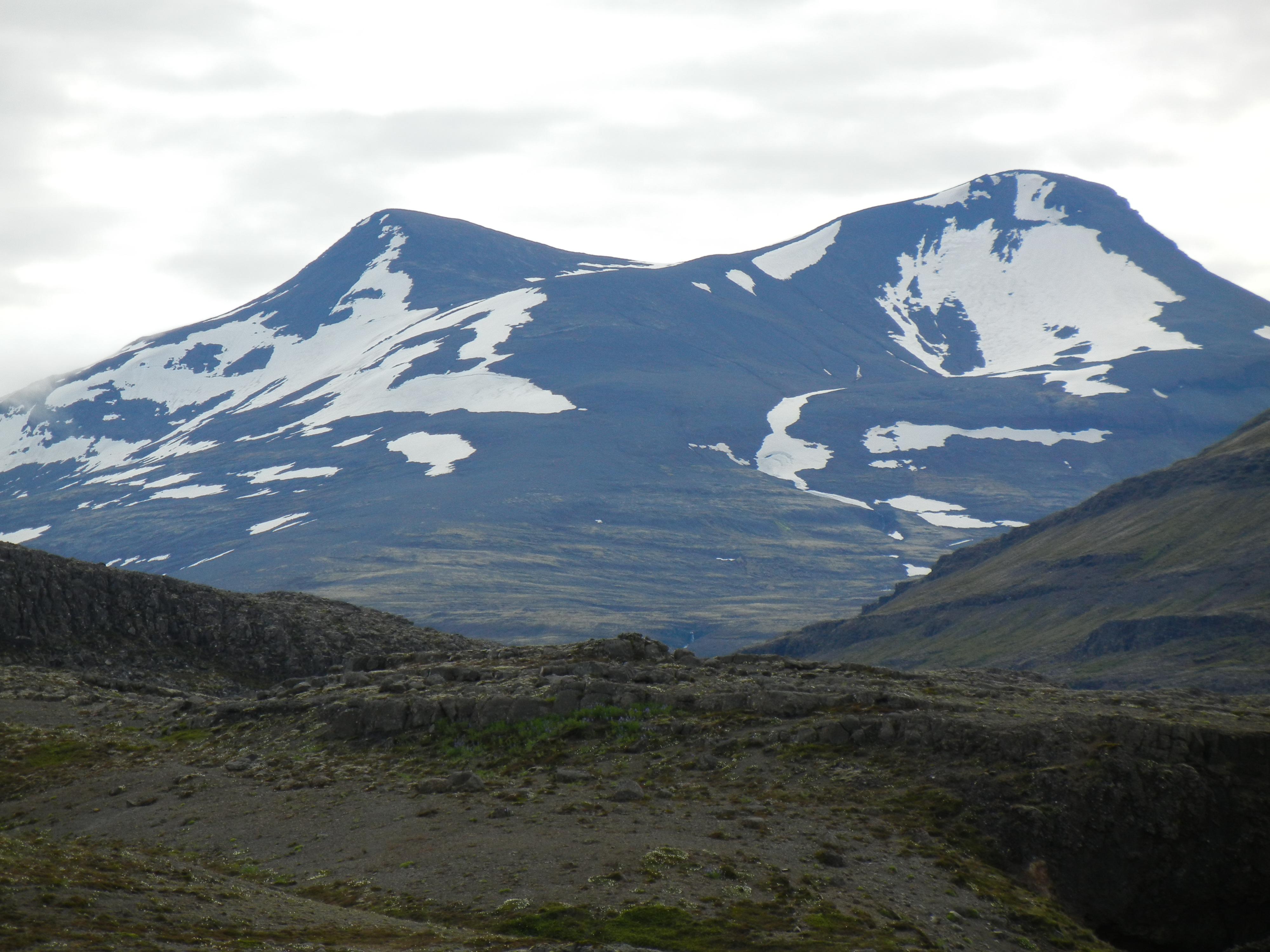 Fjord Hvalfjordur hike