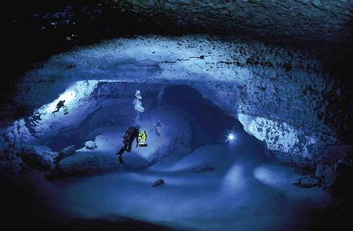 bahamas-blue-hole