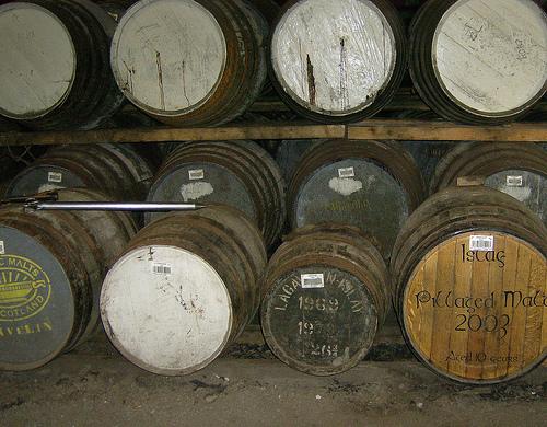 lagavulin-barrels