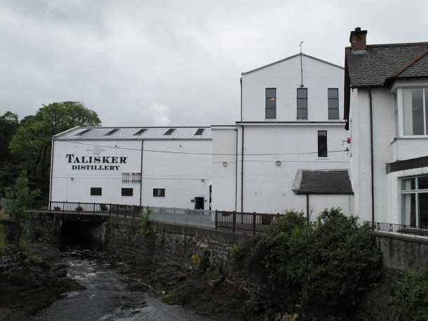 Talisker_distillery_1