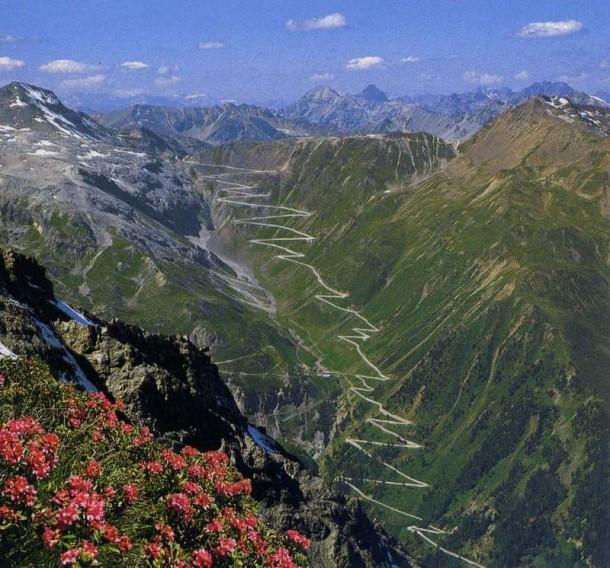 The-Stelvio-Pass-Italy-road-dangerous