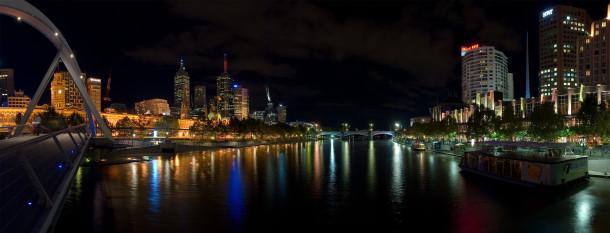 Yarra_Night_Panorama,_Melbourne_-_Feb_2005