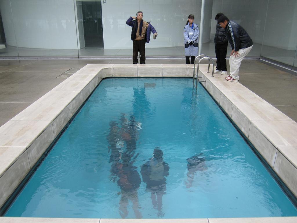 the-swimming-pool-leandro-erlich-kanazawa
