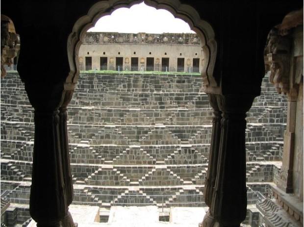 4362717-Chand_Baori_Abhaneri_State_of_Rajasthan