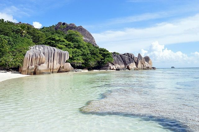 things to do on la digue - beaches